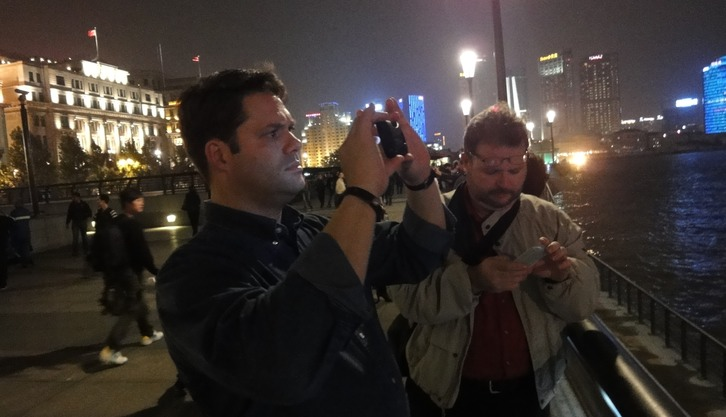 Amateur photographers on an evening at the BUND in Shanghai